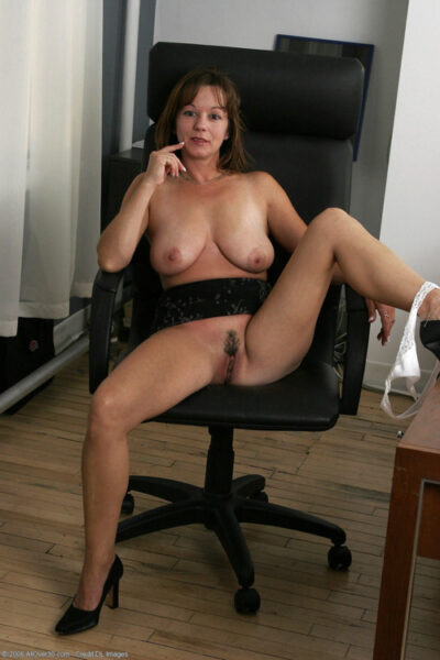 Lina, 49 cherche un moment de sexe